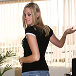 TS Lucia invites you into her Las Vegas flat for some afternoon delight